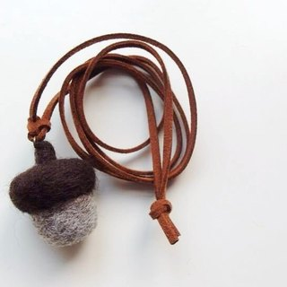 Mew in Wonderland ─ wool felt Squirrel pineal favorite fruit Acorn Acorn Necklace - Grey