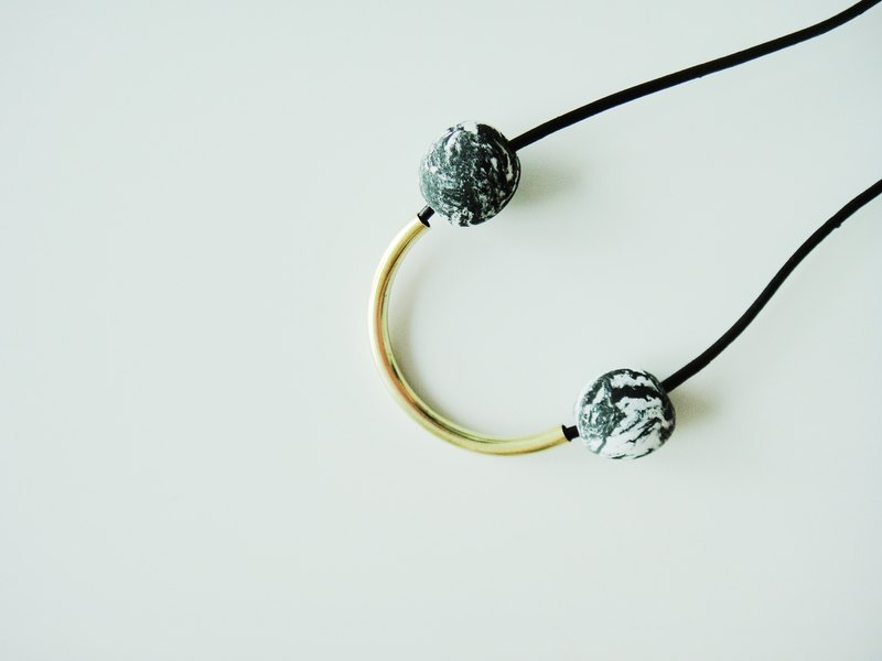 Marble Clay Arc Necklace- black and green