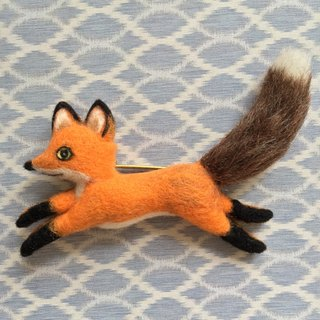 Little fox - hand-made wool felt pin
