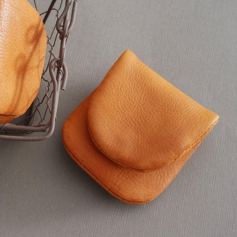 """RENÉE"" folding purse / pocket money clip, vegetable tanned leather carving / vegetable tanned leather / vegetable tanned leather khaki"
