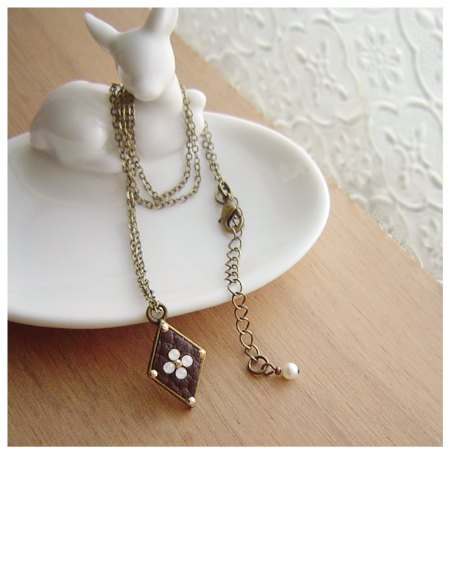 Simple Cross flower leather necklace (protein)