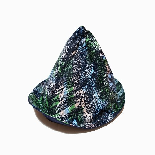 A MERRY HEART ♥ exclusive design grove triangle elf hat