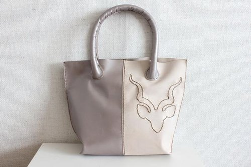 Of hand-sewn of goat leather tote bag / Natural stitch Mokaparu