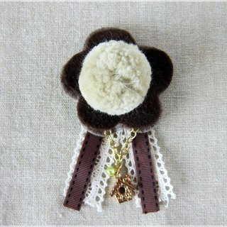 Lovely flowers hairy ball pin