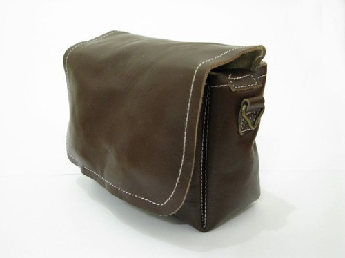 Class monocular .DC --- leather camera bag