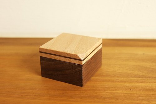 Inclusive - chipping Series / wood ring boxes - classic elegance