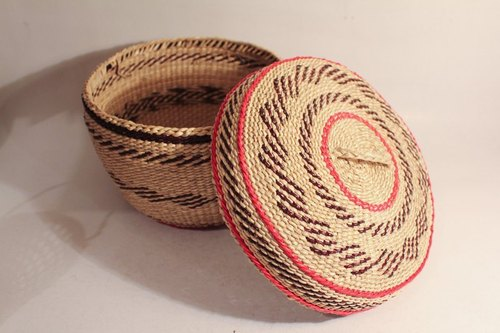 Hand Made Straw Basket hand-woven straw basket