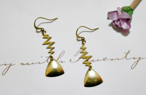 * Lightning Golden Triangle pure brass hook earrings * _ // // trend in Europe and America