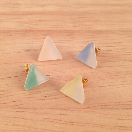 Frosted glass wind triangle earrings