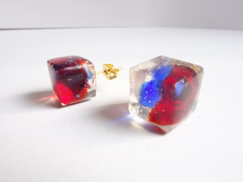 Chic '[Ryukyu glass cube earrings Red × Bule]
