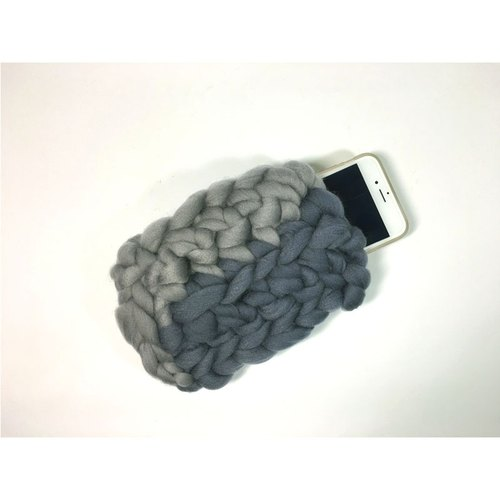 Weaving strange Knitweird gray iron gray stitching super coarse lines straight handmade knitted mobile phone sets