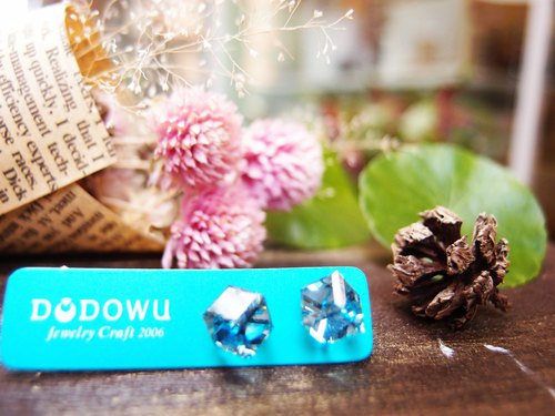 """DODOWU jewelry hand-made light"" [Austrian crystal earrings ※] faint blue blue ice, a touch of cool in the summer"