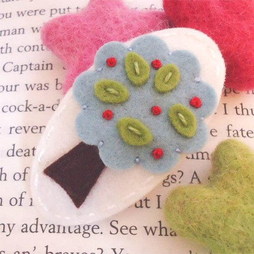 Britain may-crimson│ handmade wool felt hairpin white trees paragraph MCTRHCER0