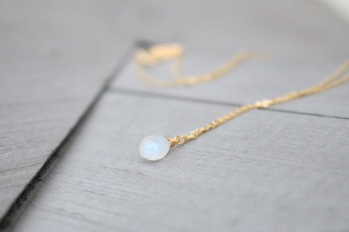 Moonstone necklace (moonlight)