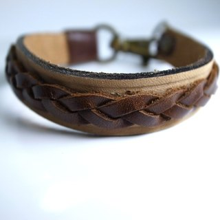Light-colored satin matte leather combined with soft wax hand-woven leather bracelet hand-made leather in New York