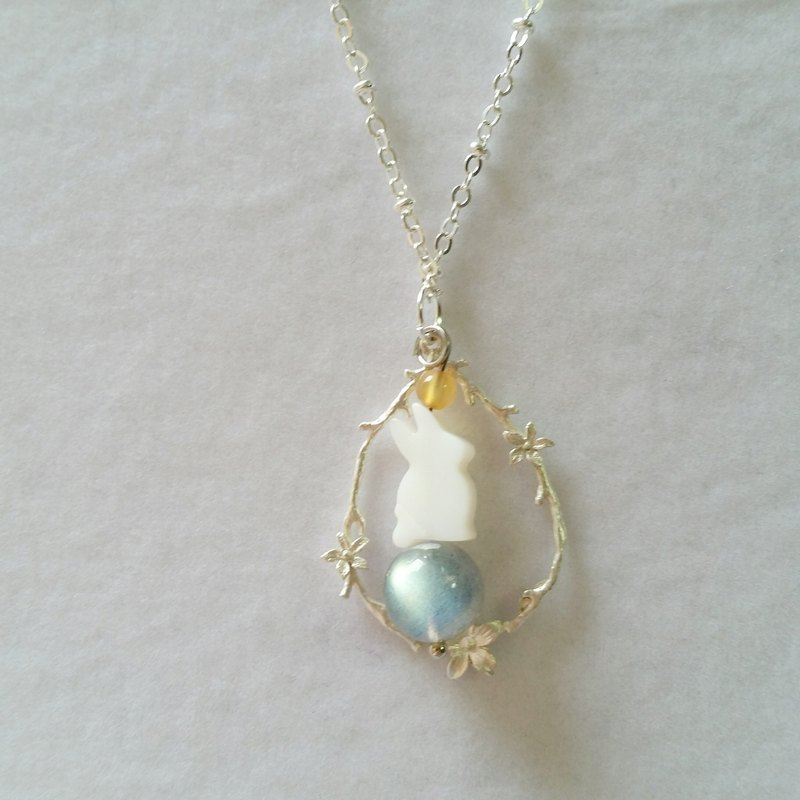 Extra vitreous elongated labradorite - fritillary rabbit, faceted agate stone long necklace in sterling silver