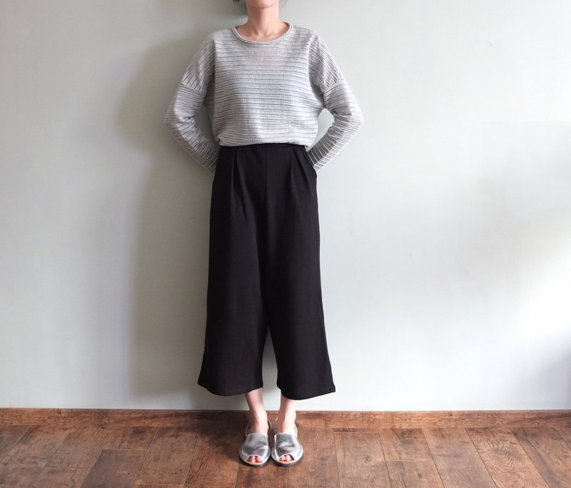 Japanese style black samurai creases wide pants