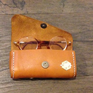 """many people watching you""Glasses Case (regular)"