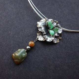 - Emerald Silver Flower - Silver Necklace