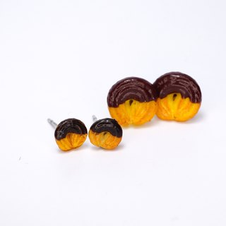*Playful Design*  The Vanilla Ring with Chocolate Sauce Earrings