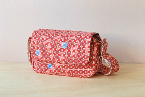Shop cotton side camera bag / red