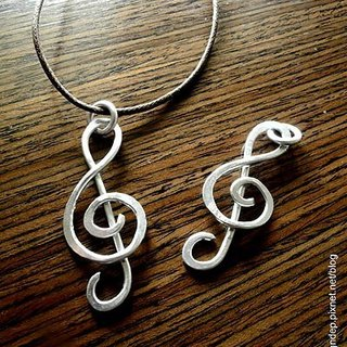 Treble clef sign necklace / pure hand-forged