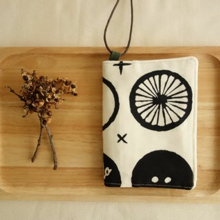 Kyoto fabric Passport Holder - Button (white)