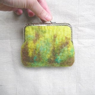 < Sen into - in that old tree stands at > green mixed woven wool felt mouth gold package