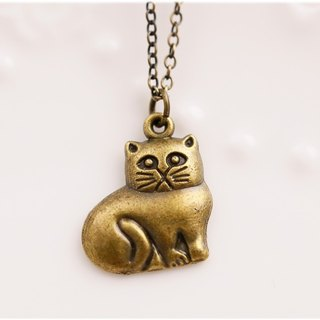 Sleepy cat necklace