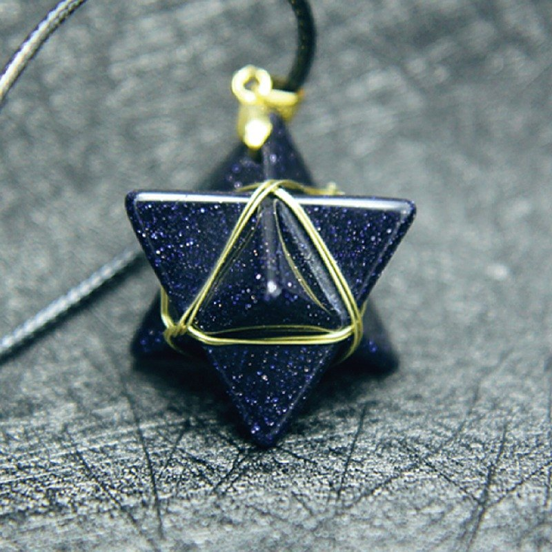 ESCA • Mineral Magic series Kabbah geometric polyhedron blue gravel necklace (gold line)