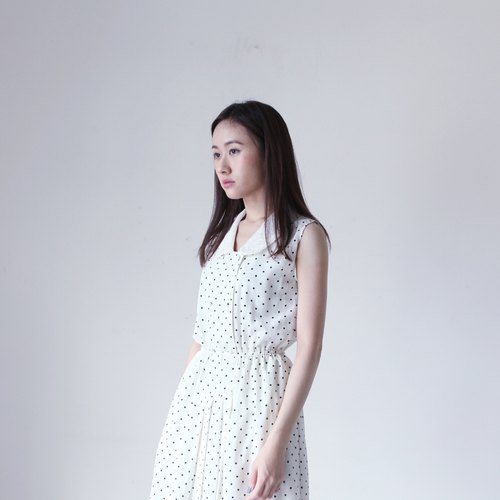 A ROOM MODEL - VINTAGE, CD-2093 PRANKISH white lace collar sleeveless little black dress with retro Shimokitazawa