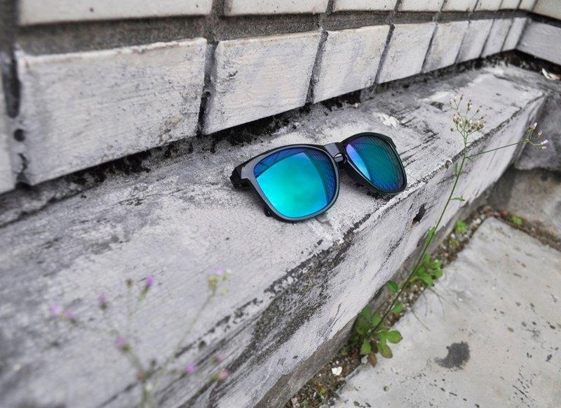 ec11adb506 太陽眼鏡│亮面黑色框│藍綠色反光鏡片│夏日墨鏡│2is Scott - 設計師 ...