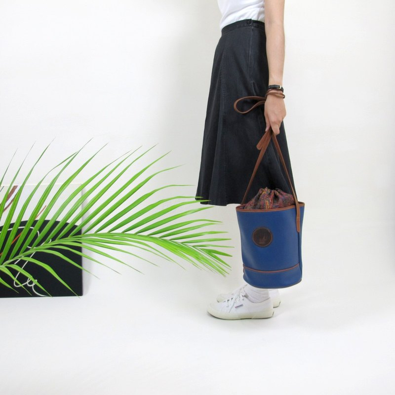 │ │ priceless knew early retro bucket bag VINTAGE / MOD'S