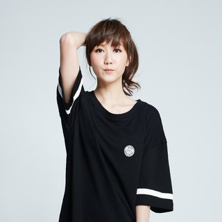 [Spokesman topic ° #MoreThanAGame] Oversize trend of female models short-sleeved T