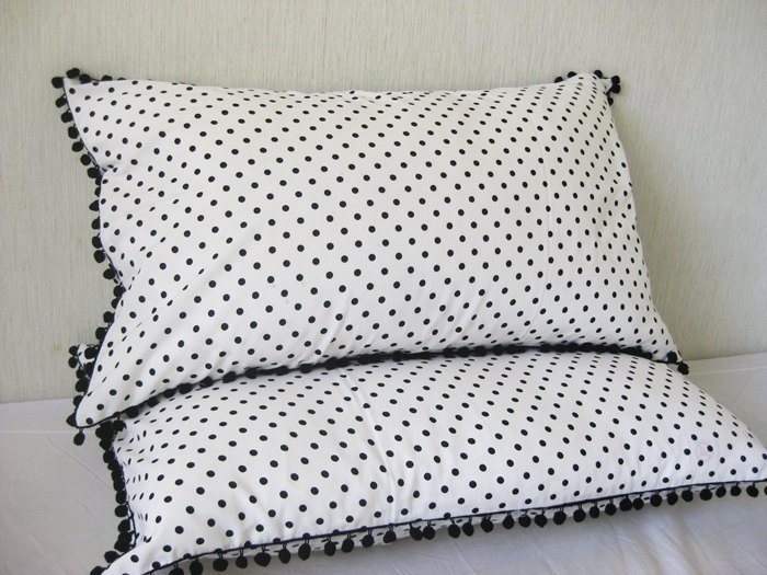 Black and white Shuiyu little innocence one pair of pillowcases