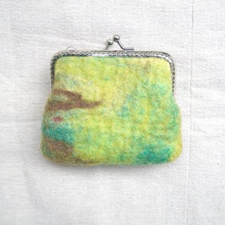< Sen into - lying on the ground in the branches > green mixed woven wool felt mouth gold package