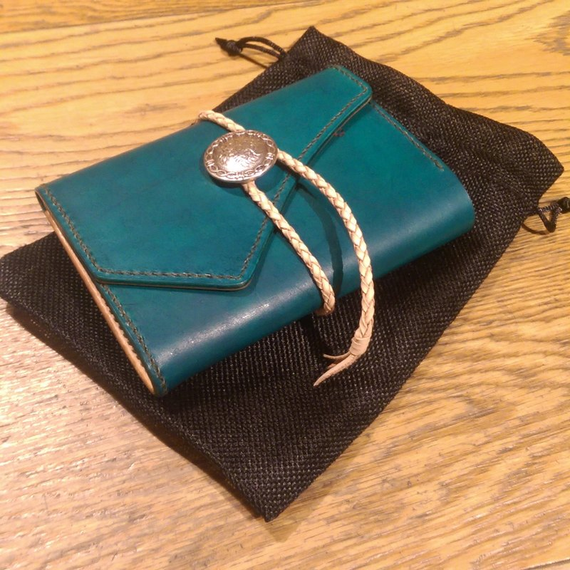 Handmade hand-dyed leather passport holder (free printing, embroidered words)