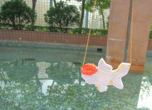 Tancho goldfish embroidery short necklace