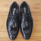 林果良品 日式職男 V-Front 弧線雕花德比鞋 經典黑