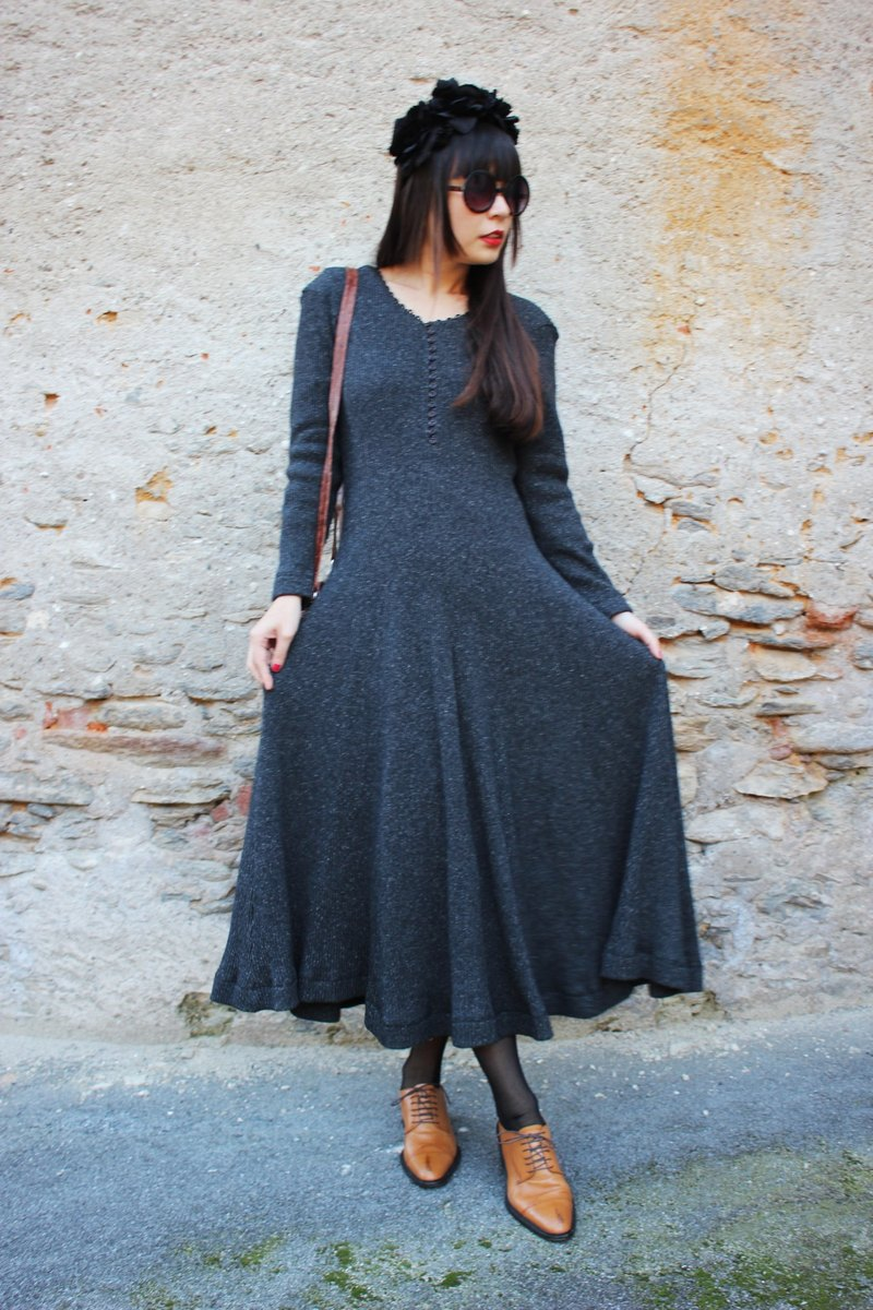 F1808 [made in Italy label] (Vintage) Gray 100% wool knit dress long version of the umbrella skirt design (Made in Italy)