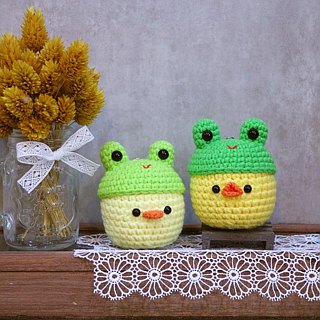 Duckling chick wearing a frog cap - key ring. Exchange gifts