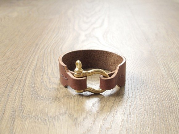 Upgrade water pure brass buckle craftsman hand-made leather bracelet (brown)