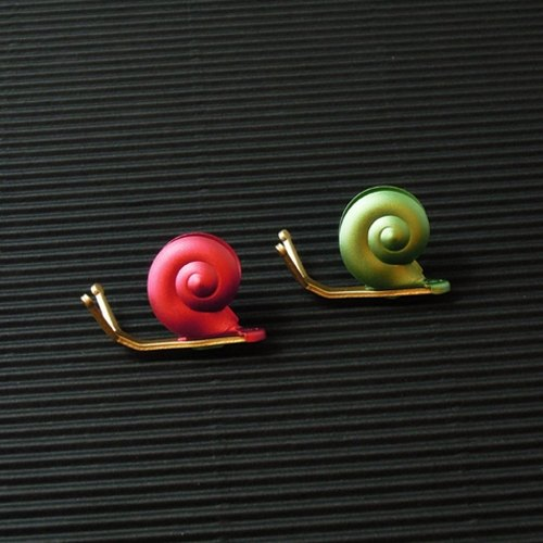 Desk + 1 │ slow living snail magnet group (2 installed) -C