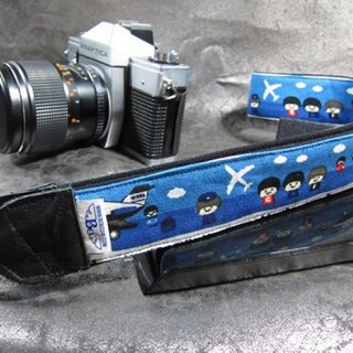 """Travel around the world to travel"" decompression belt camera strap Uke Lili Camera Strap"