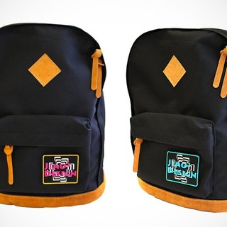 [] After the self-adhesive color black aristocracy classic Badge Backpack