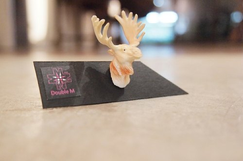 Taiwan's original Double M fantasy animal head earrings - elk articles
