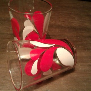 1Vintage 10 cm 130 CC Vintage Glass early pop style red and white flower pattern glass