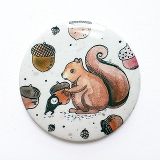 Elvis unappealing color illustration medallion / chestnut forest squirrel / 58mm / brown