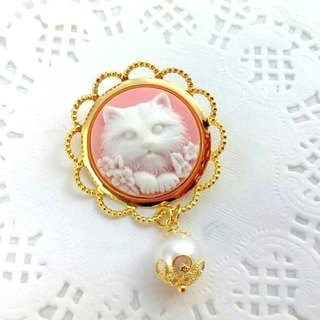 Cats Duke with its collection of three-dimensional relief pearl brooch / pin