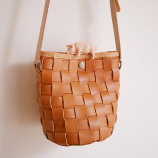 Small sentenced woven bag